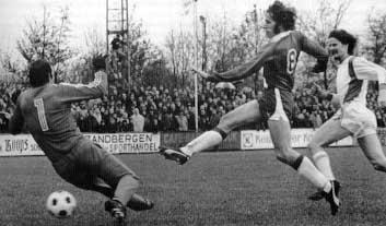 2e ronde KNVB-beker, Henk de Graaf scoort 1-0 tegen FC Groningen